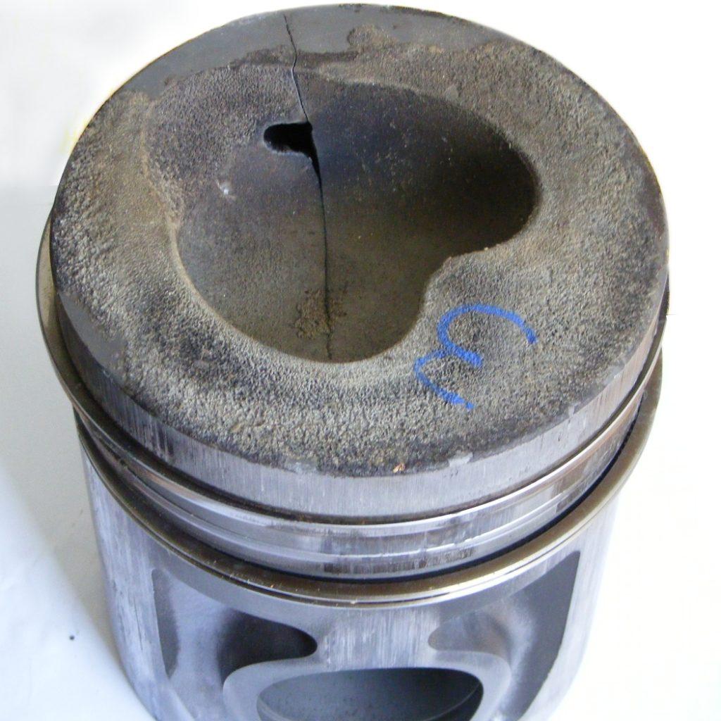 Heißkorrosion an einem Kolben