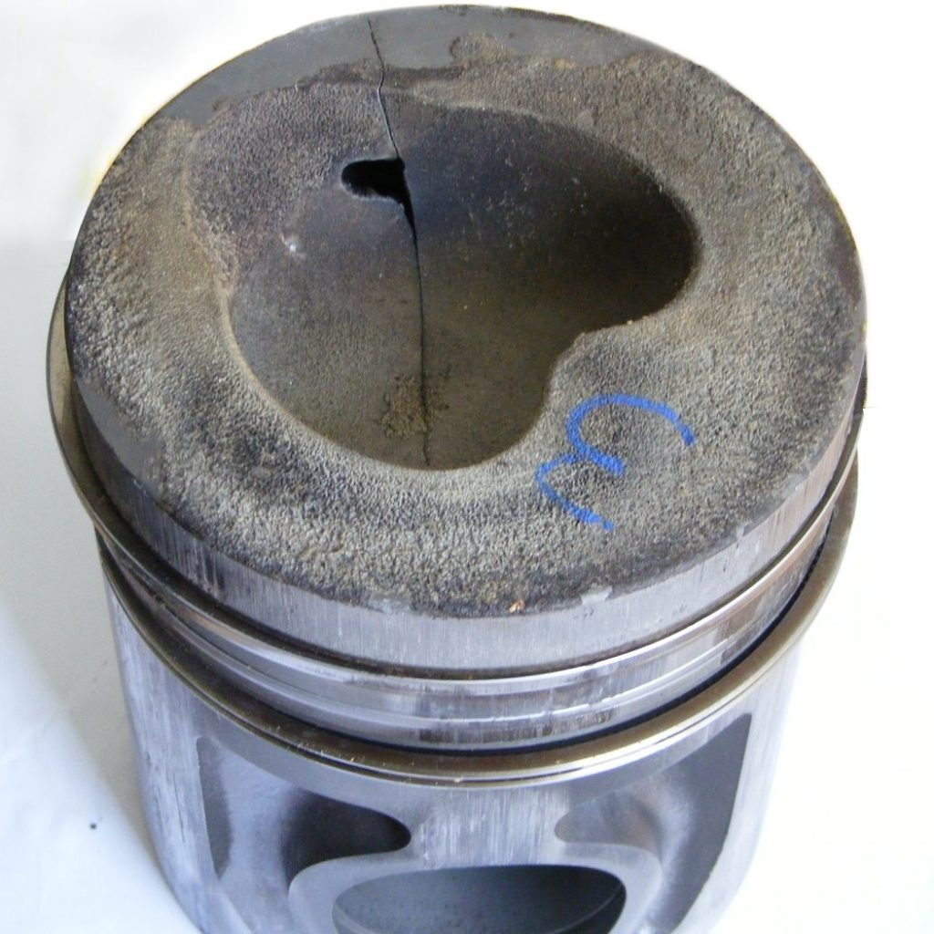 High-temperature corrosion on a piston